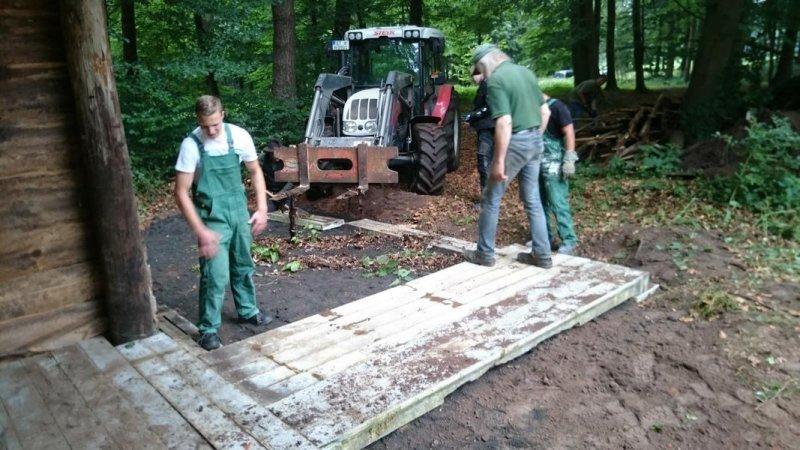 19 große Spaltböden werden verlegt